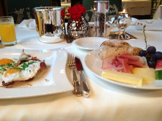 Unterschwarzachhof: Breakfast