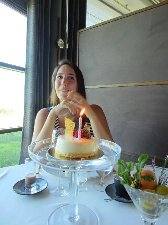 Hotel Restaurant Regis & Jacques Marcon : Surprise birthday cake!