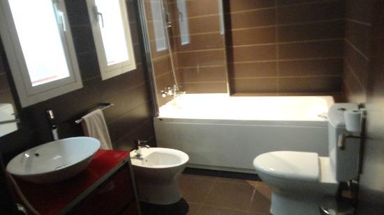 El Coso Hotel: Bagno - Cama 102