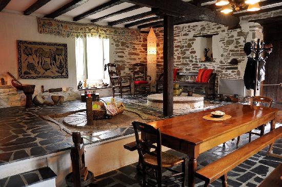 La Cabane Perch E Du Moulin De Susmiou Picture Of La Cabane Du Vieux Chene Susmiou Tripadvisor