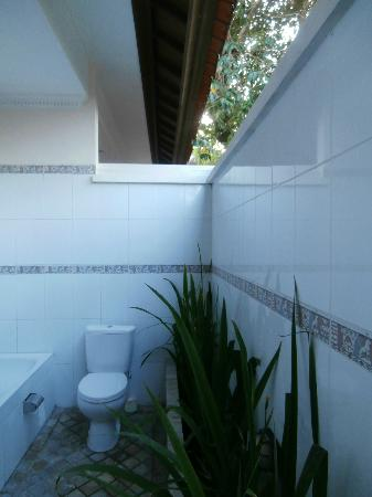 Villa Coco: Outdoor toilet