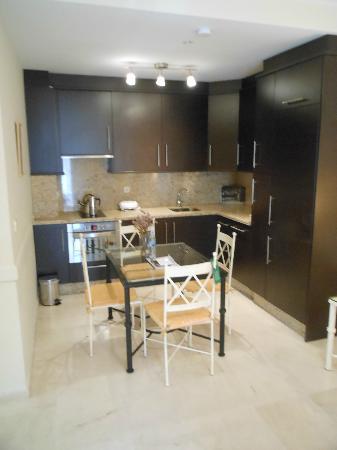 Conde de Torrejon 10 : kitchen/dining