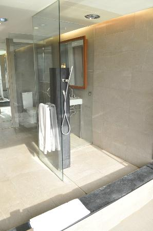 Freshfields Resort & Conference: shower