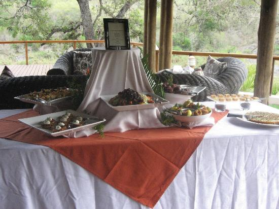Amakhosi Safari Lodge: decadent high tea!