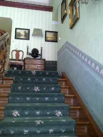Hotel Garni Mittelweg: Treppenaufgang im Hotel