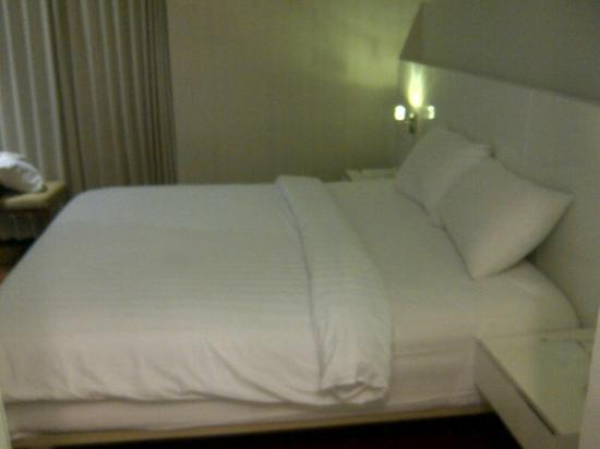 Everbright Hotel: Big Bed