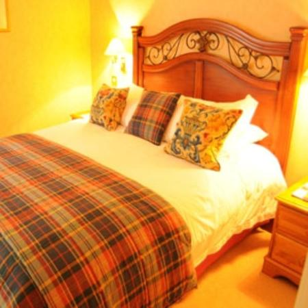 Taychreggan Hotel: superior room queen bed