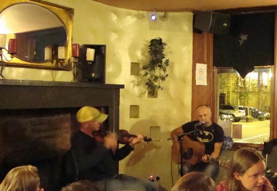 The Isles Inn Pub & Hotel: Live Music the Isles Inn