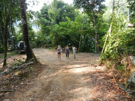 Mat Leon Village: Just about to walk into the main area to get to the rainforest!