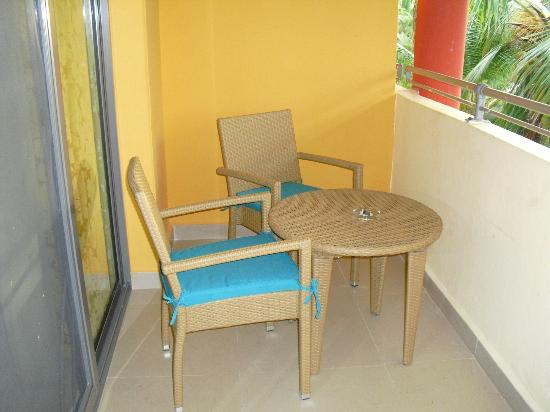 Iberostar Dominicana Hotel: Balcony furniture