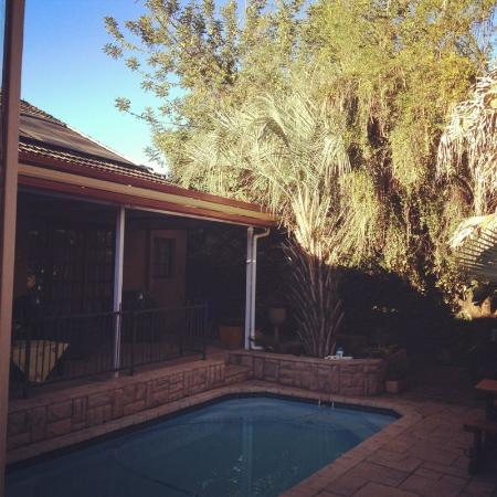 Huppelepup Guesthouse: By the pool area