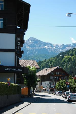 Hotel Wildstrubel: Devant de l'hotel