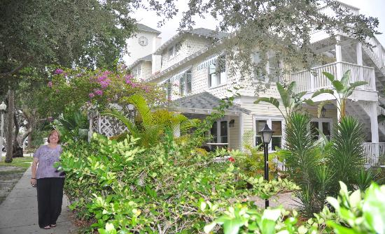 The Historic Peninsula Inn: Hotel and grounds