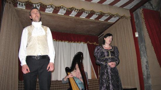 Dunguaire Castle's Medieval Banquet: The show during or after dinner