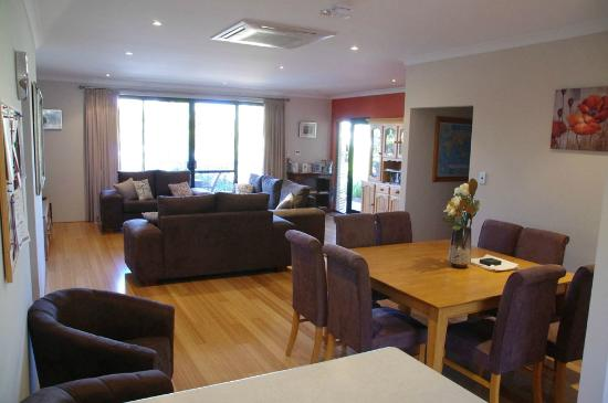 Baudins of Busselton: Shared lounge, dining and kitchen area