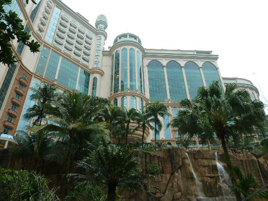 Sunway Resort Hotel & Spa: Hotel View from the Swimming Pool