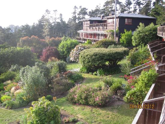 Stanford Inn by the Sea: Looking at the Inn