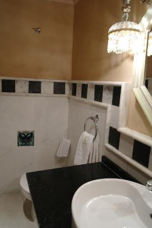 Sacristia de Santa Ana: bathroom