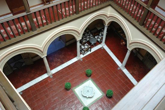 Sacristia de Santa Ana: floor