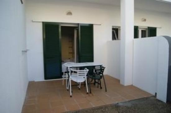 Hotel Mediterrani: Terraza-patio