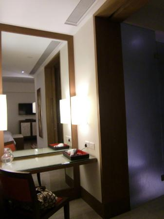 ذا أوبيروي جوراجون: room