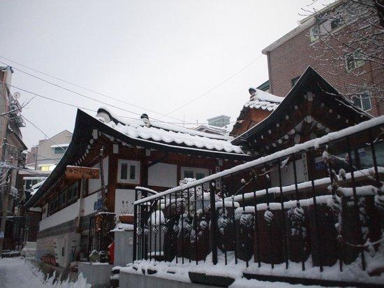 Hanok Guesthouse Eugene's House: Hanok Eugene's Guesthouse Winter View