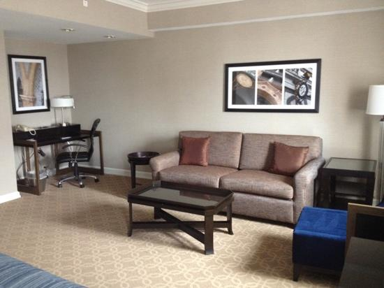 Hilton Milwaukee Downtown: living area room 2226