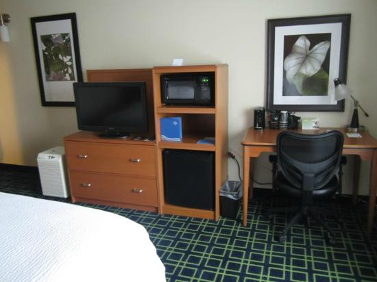 Fairfield Inn Lake Charles Sulphur: TV, Microwave, Frig, etc.