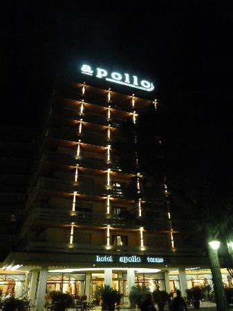 Apollo Hotel Terme: auch bei Nacht eine hervorragende Ansicht des Hotels