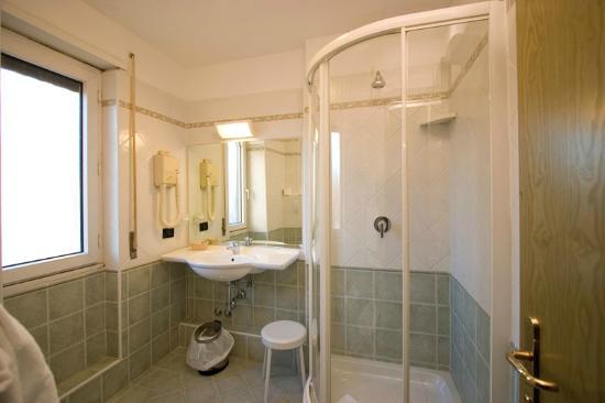 Hotel La Pergola: Bagno - Bagno - Picture Of Hotel La Pergola, Rome - TripAdvisor