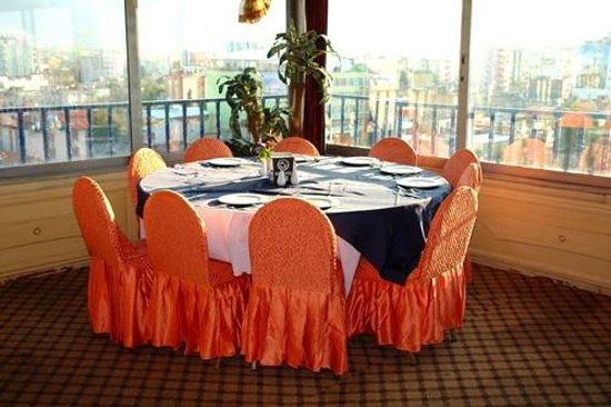 Sahin Otel: Şehri görebileceğiniz ferah restaurantı