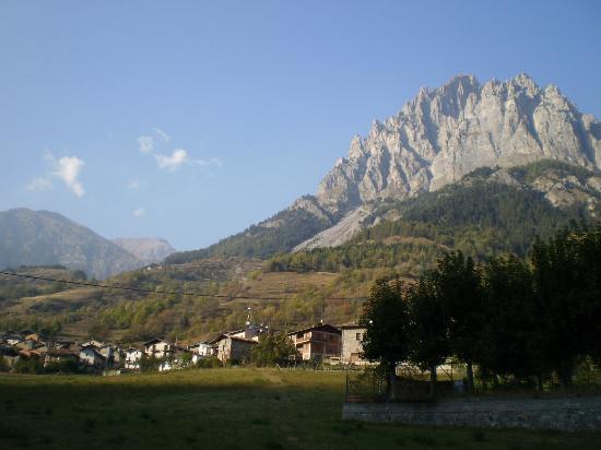 Sambuco, Italie : Panorama dalla valle