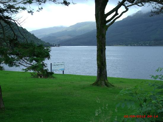 Claymore Hotel: view of loch long