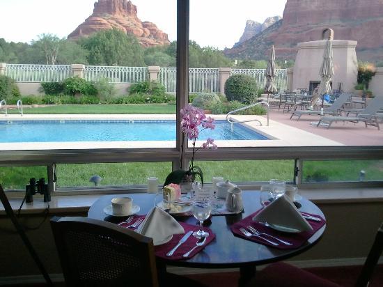 كانيون فيلا إن وذ فيو بيد آند بريكفاست: Table for Two (Upon Request if Available) for Breakfast