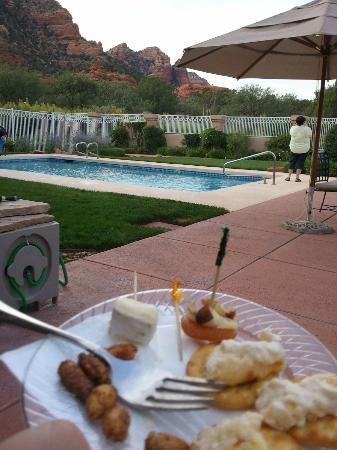 Canyon Villa Bed and Breakfast Inn of Sedona: Appetizers at 5 By Pool