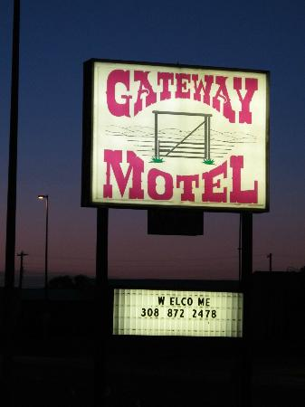 Gateway Motel: Sign