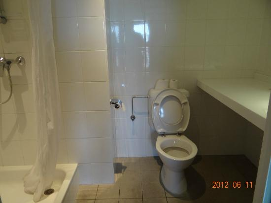 Hotel Alma Grand Place: My toilet at top Floor