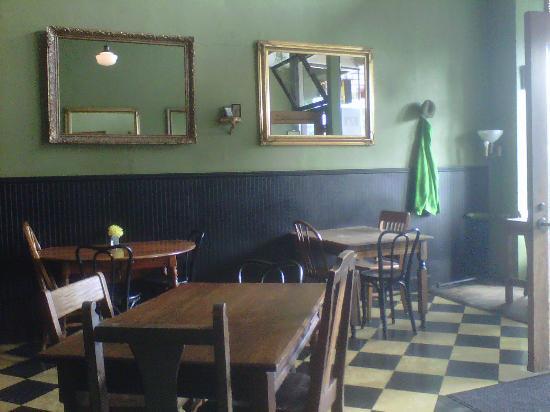 Temple Bar: Funky interior.