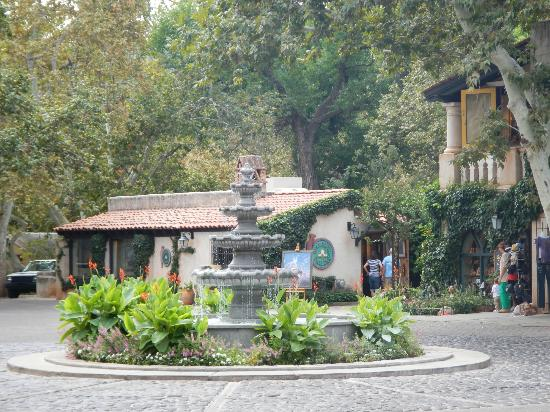 Tlaquepaque Arts & Crafts Village: Fountain - GREAT store in the Location Red Rock Candle & Gift (Ask About LoveLocks)