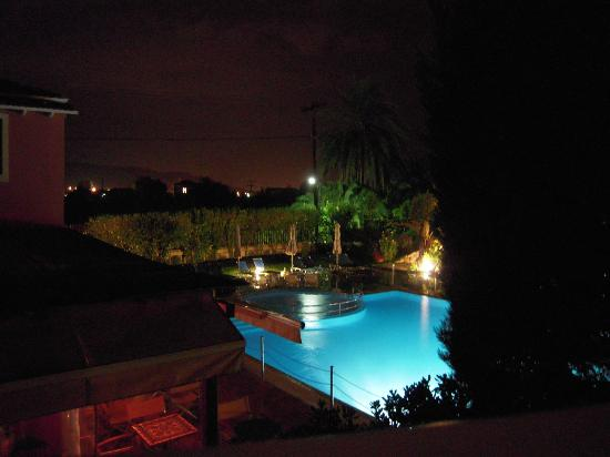 Alkyon Apartments & Villas Hotel: Night balcony view