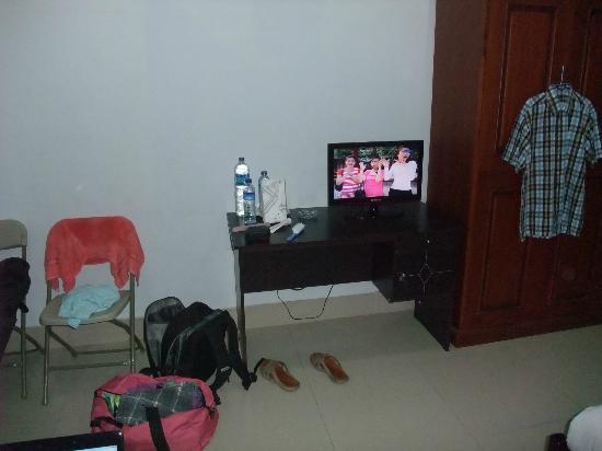Graha Sekar Melati Hotel & Restaurant: tv