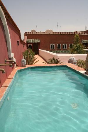 Riad Agdid: Un bain sous le soleil à l'abri des regards