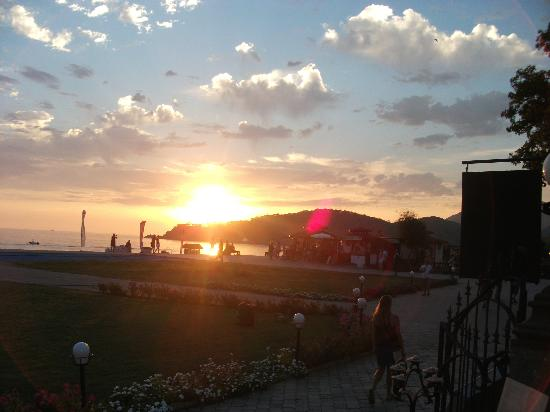 Club Belcekiz Beach Hotel: Sun set from the hotel bar