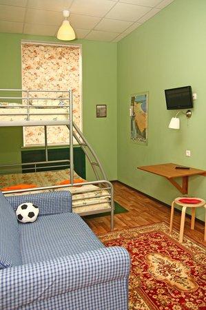 Friends Hostel on Griboedova: Private room 2+1+sofe
