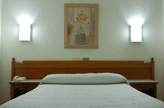 Hotel Paris: Habitación 2