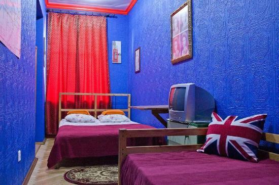 Druzya on Nevskiy Hostel: Private room 2+1 (London style)