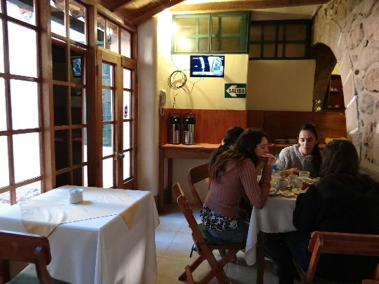 Hitchhikers Backpackers Cusco Hostel: Comedor y Cocina