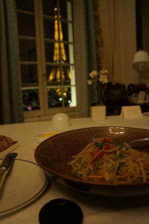 شانجريلا هوتل باريس: room service