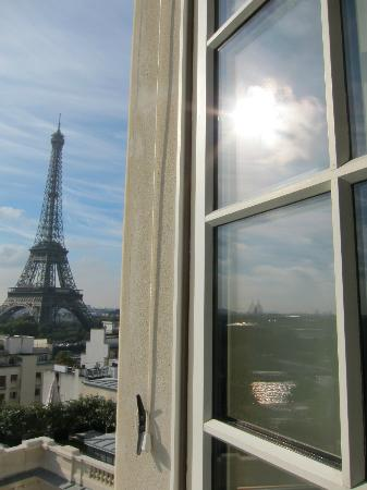 Shangri-La Hotel Paris: fine day