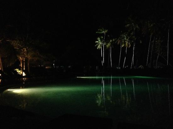 Now Larimar Punta Cana: Pool and beach at night.